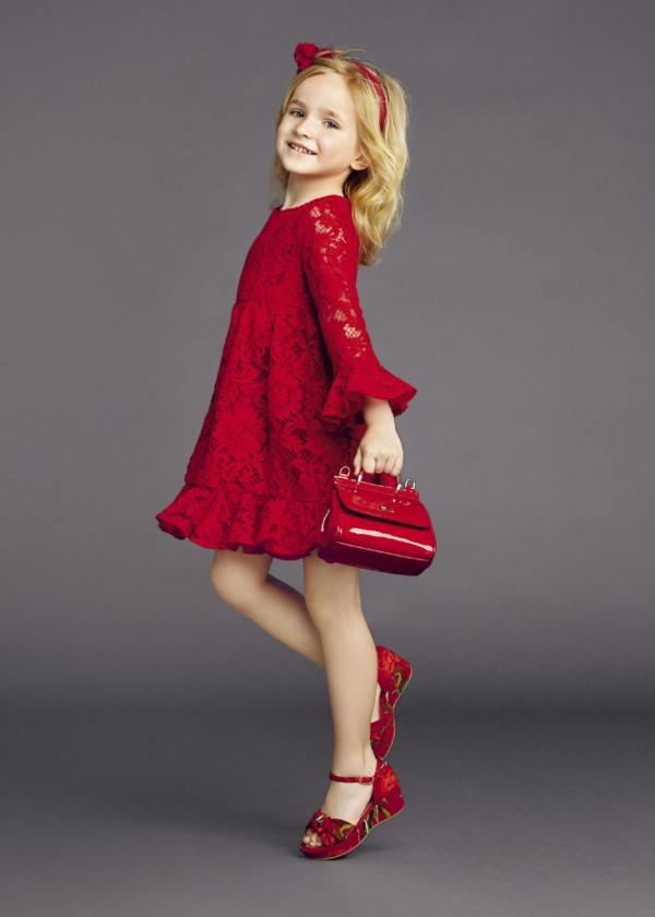 5e311fb18bb1511 Но Новый год – настоящий сказочный день, где маленькая модница должна  выглядеть очаровательной принцессой. Какие же новогодние платья для девочек  актуальны ...