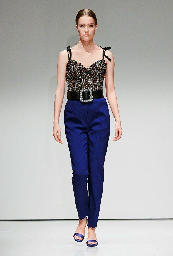 14f8eb4904b0 Специально для вас мы представляем публикацию о том, какие модели женских  брюк, цвета и ткани для их пошива актуальны в этом сезоне.