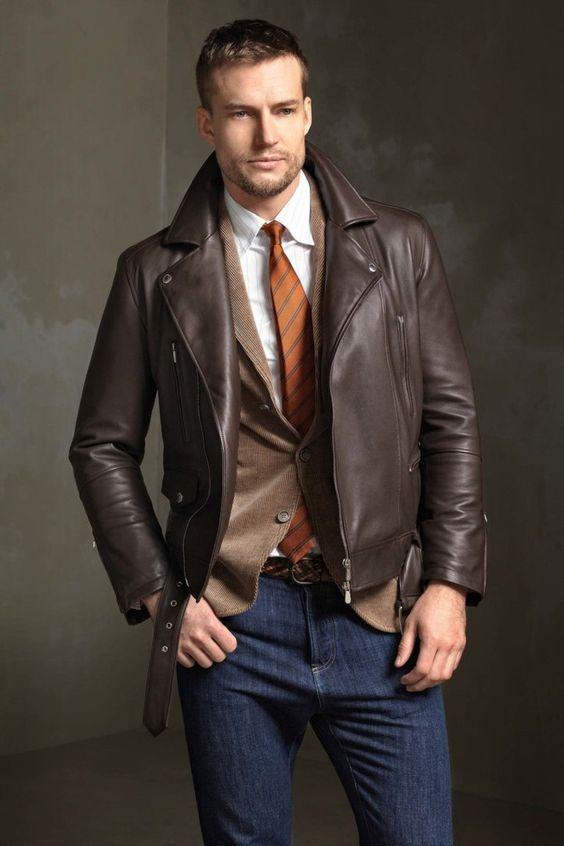 При желании можно выбрать не классическую кожаную куртку, а более  оригинальный вариант из замши, денима или даже вельвета. Такие изделия чаще  всего имеют ... e4185293261