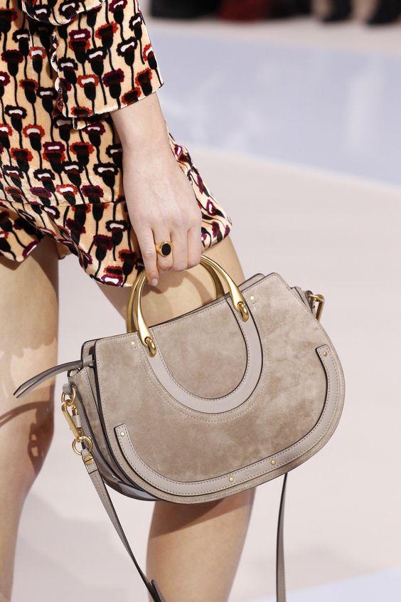 9581d8d3e8ea ... разные варианты женских сумок. Это действительно здорово, ведь каждая  девушка сможет подобрать наиболее подходящий для себя вариант.