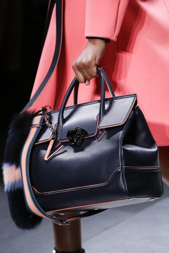 5d08e3b09d29 ... своей коллекции дизайнеры предлагают девушкам новые варианты сумок,  которые будут популярны в новом сезоне. Что же они подготовили нам для 2018  года?
