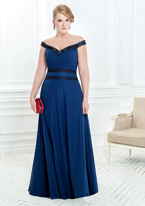 2402527e573 100 самых красивых платьев на Новый 2018 год для полных женщин