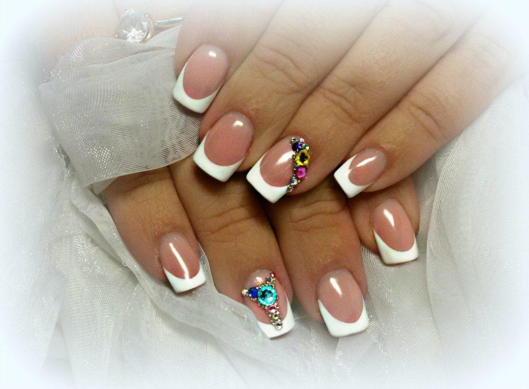 Фото ногтей с цветами по краю 85
