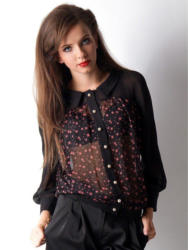 8c41dd20dd9 И в новом сезоне дизайнеры представили огромное количество блуз из этой  ткани. Есть