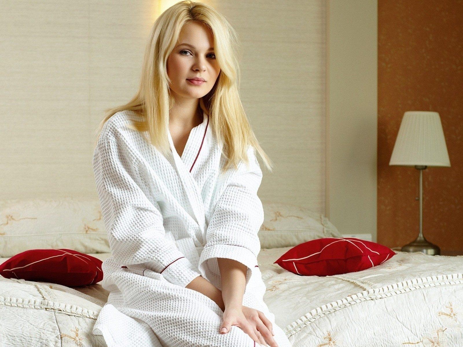 полнометражный порно фото в халате фотосессия ласки жены