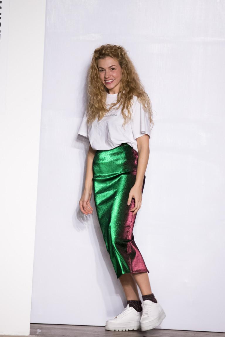 71124665165e3 Так какие женские футболки модны в 2018 году? Ответ на этот вопрос вы  найдете в сегодняшнем материале, в котором мы сможем вам помочь  определиться со ...