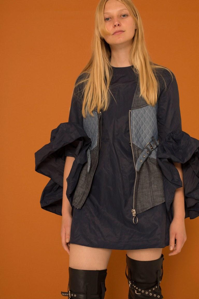 8b1bdb16751 ... вышивкой и небрежной крупной вязкой также будут очень актуальны в  грядущем сезоне. В вышивке часто используются бусины и бисер. В моде шарфы  ...
