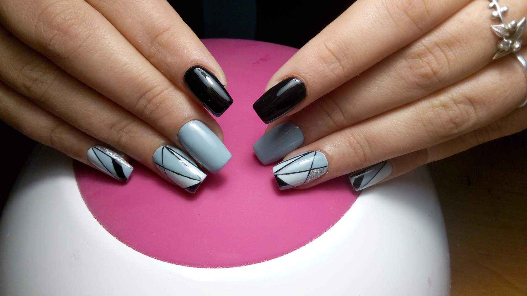 тенденция дизайна ногтей весна 25 года геометрия
