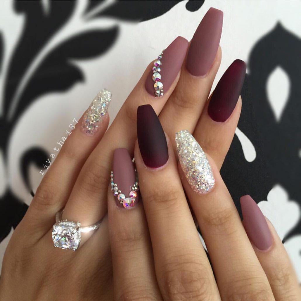 Ногти белые со стразами фото 2018
