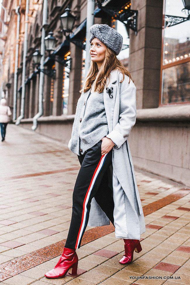 db0a455f С чем же носить такие брюки с ломпасами? Самый оптимальный вариант – это  туника и обувь спортивного типа, например, мокасины или слиппоны.
