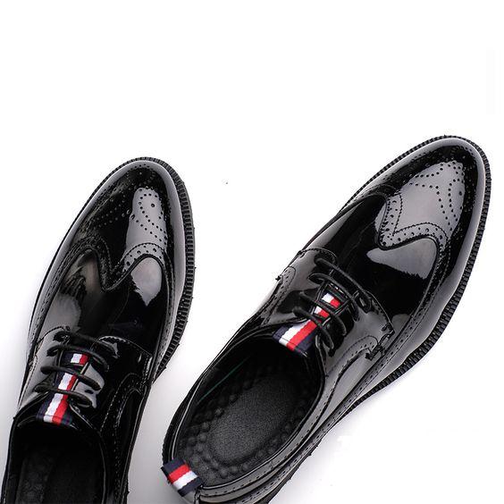 То есть обувь должна сочетаться практически с любым образом. Также в  коллекциях подчеркивался минимализм в декоре и использование натуральных  тканей. 0c79901a1fa