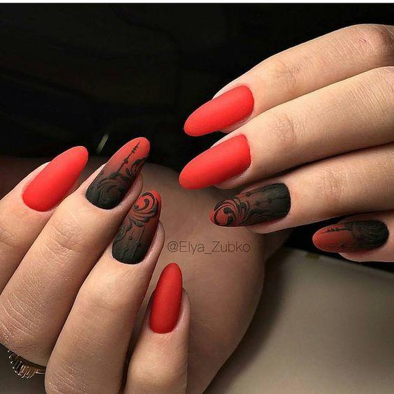 Маникюр красный с черным гипюром