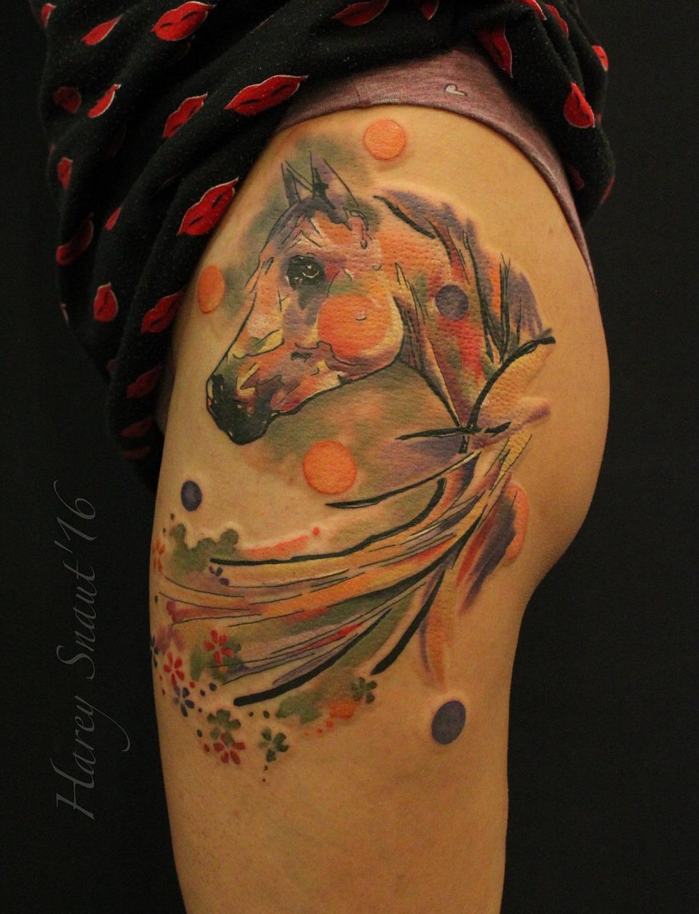 tatuirovk%C2%A6-_loshad_v_stile_akvarel_na_bedro_22667.jpg