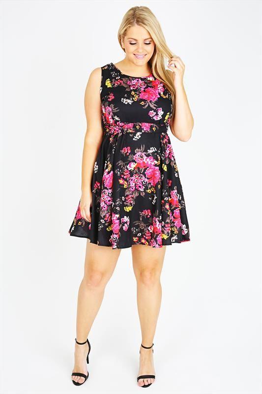c05dbb73 Так что если вы обладательница крупной фигуры – не комплектуйте и смело  носите короткие летние платья, как это делают женщины, приведенные в фото  обзоре ...