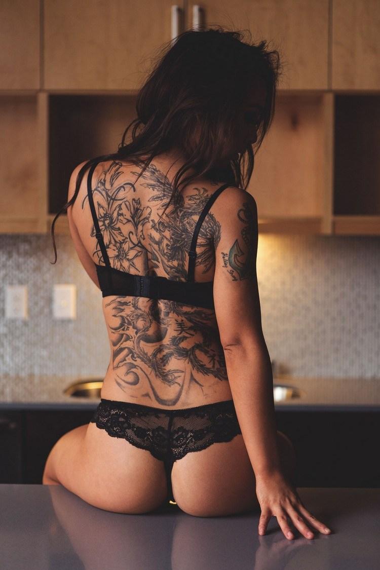 Массаж девушка с татуировками #14