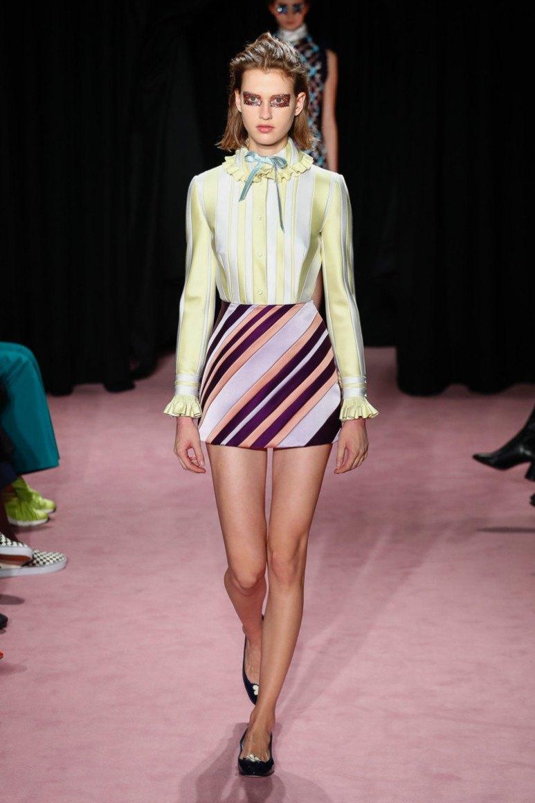 49435f1dbd9 Но этой весной стилисты рекомендуют стильную блузу из вышеперечисленных  материалов носить в качестве повседневного варианта. Данные модные блузоны  идеально ...