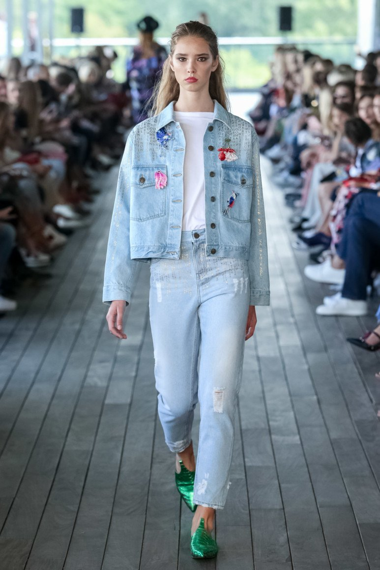 Модні жіночі джинси  5 трендових новинок літа 2018 - Жіночий журнал  TerraWoman.UA 0dbdb49fd2cc8