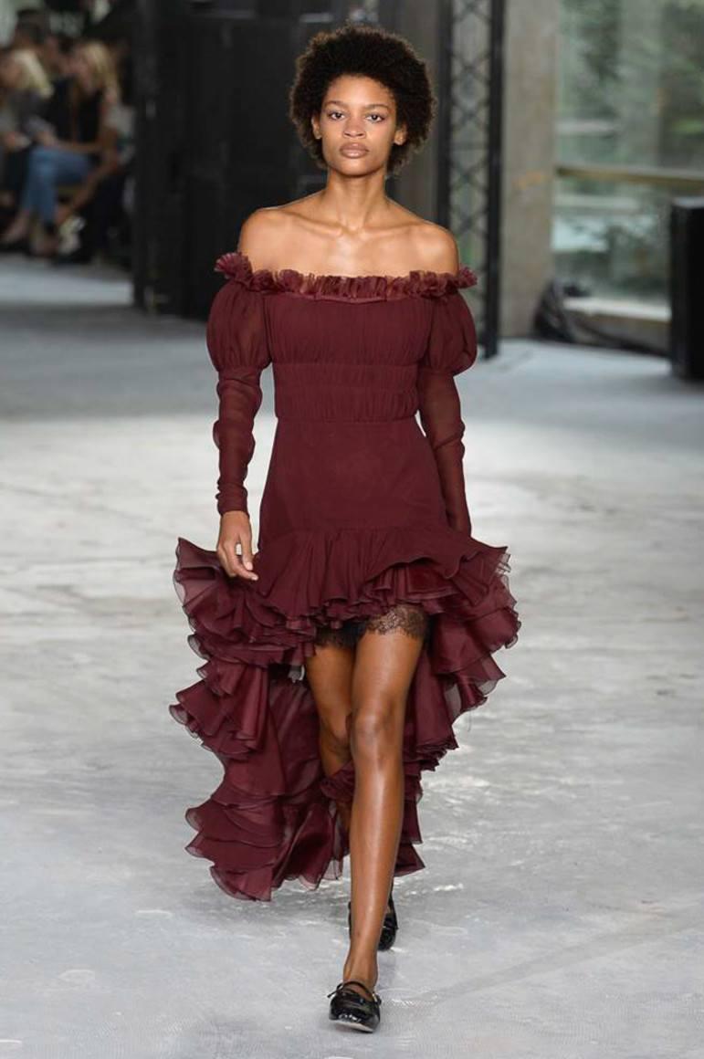 Какие модели платьев с воланами стали самыми популярными  Как правильно  выбрать летнее платье с воланами  Обо всем этом и о многом другом читайте  далее. 9c7ebdba9a3