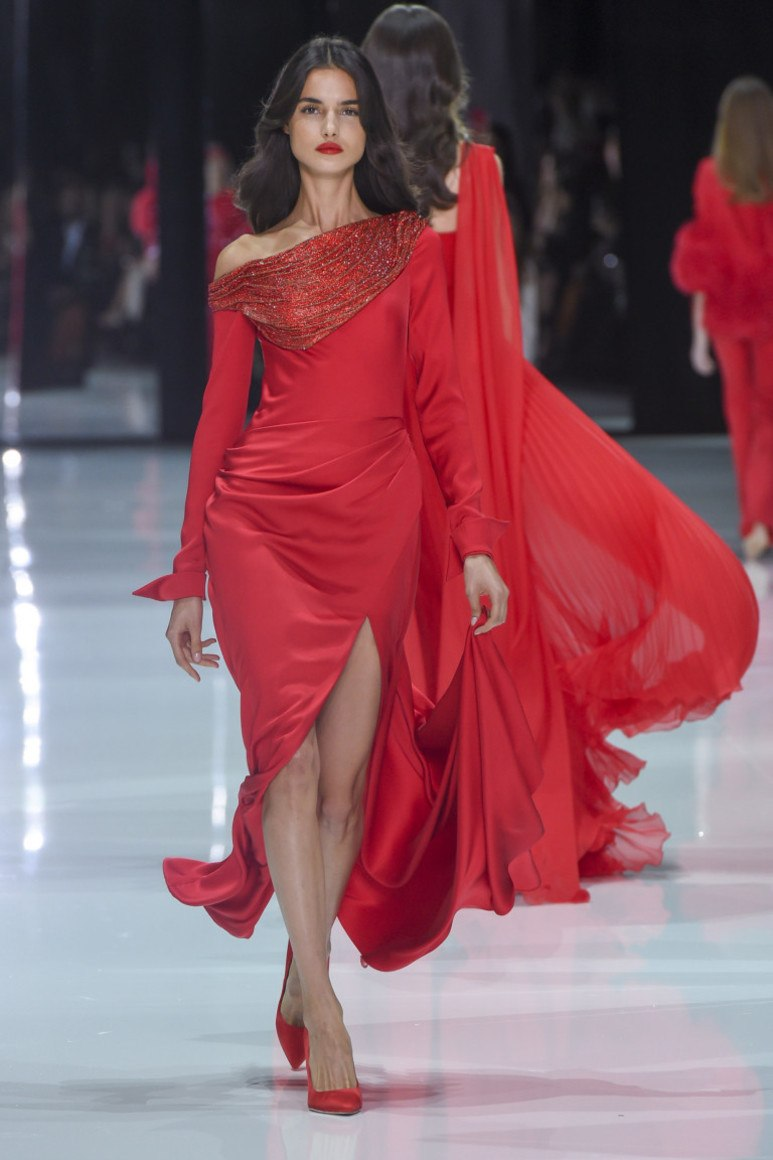 11b24996fd2 Кое-какие актуальные модели красного платья из атласа можно использовать в  качестве повседневного изделия на лето