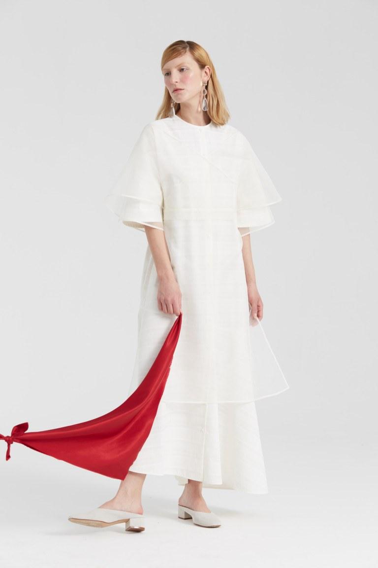 cc51727322f3b53 Изящные принты на белом летнем платье: дизайнерские линии для современных  женщин