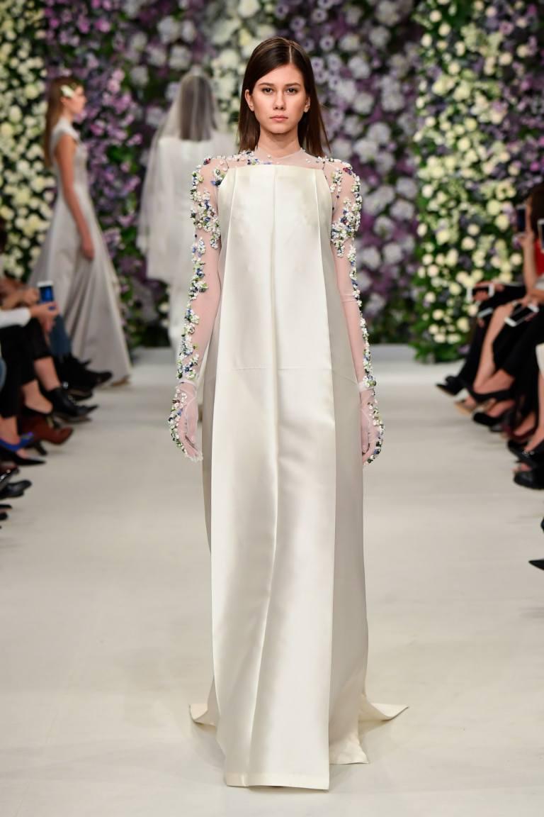 c2d30f9d96d Пышное атласное платье  необыкновенные варианты от ведущих брендов