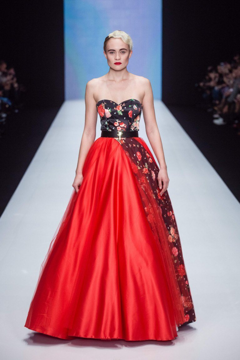 22077c09355ba19 Красное свадебное платье: 100+ ярких фото образов, моделей, фасонов