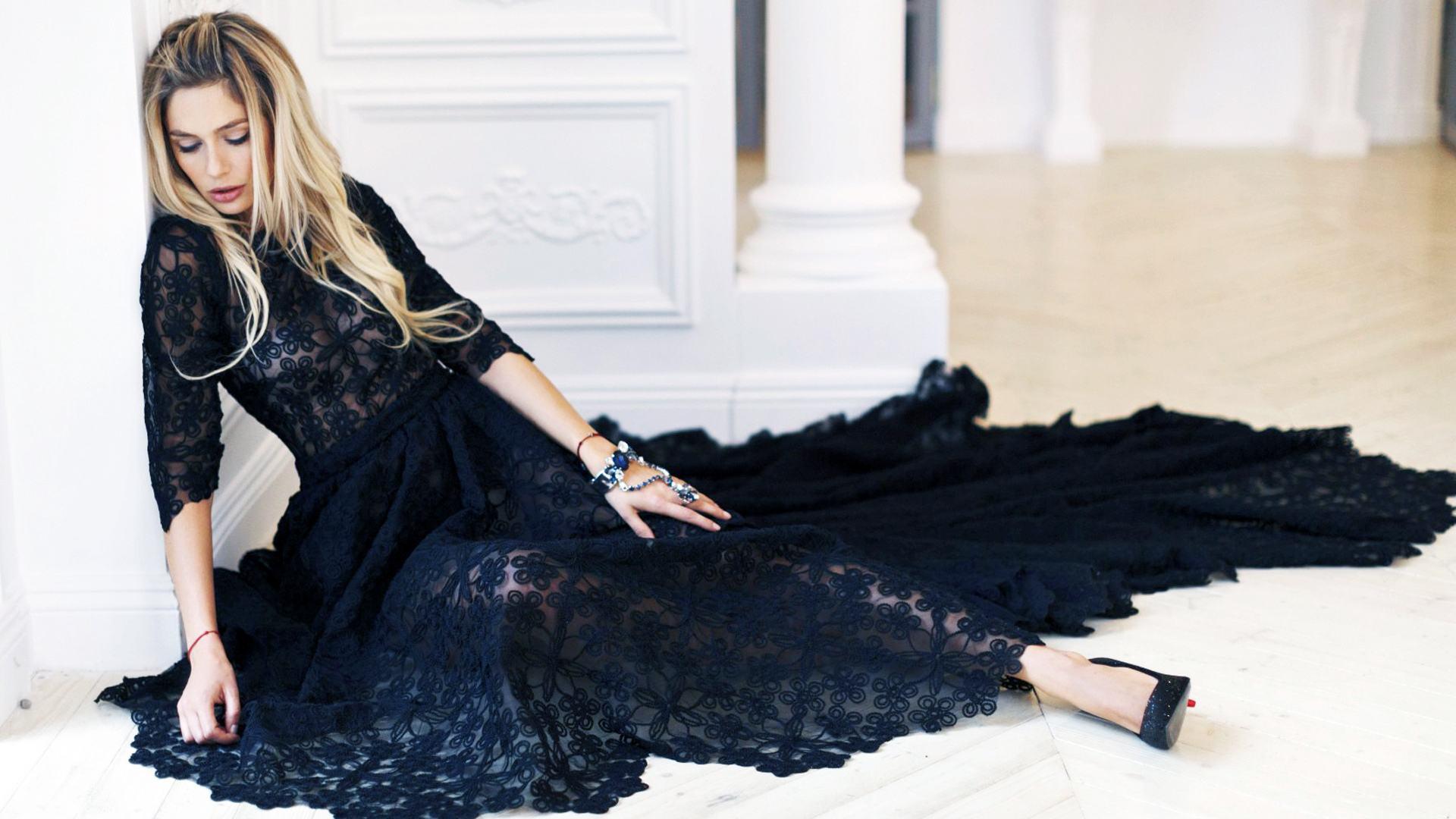 3dee5e82468 ... то черное платье с кружевом смело может служить ему достойной заменой.  Предлагаем вашему вниманию самые изысканные и неповторимые модели черных  платьев ...