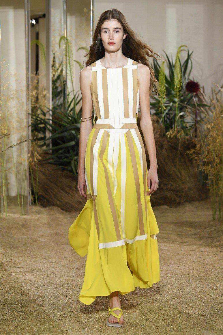 4d5246417d8 Потрясающий крой желтых длинных платьев для настоящих леди