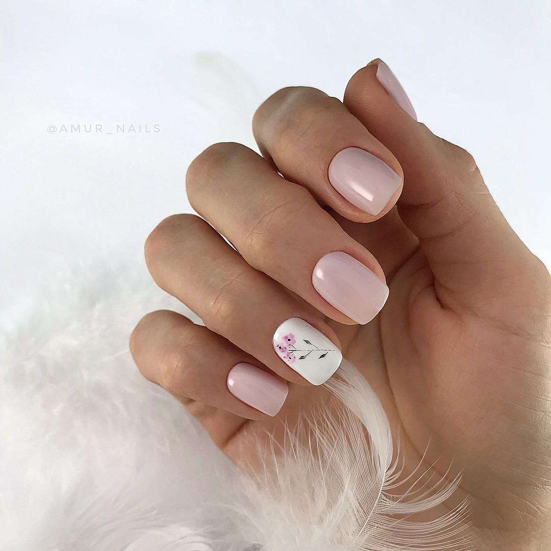 элегантный нюдовый дизайн ногтей фото