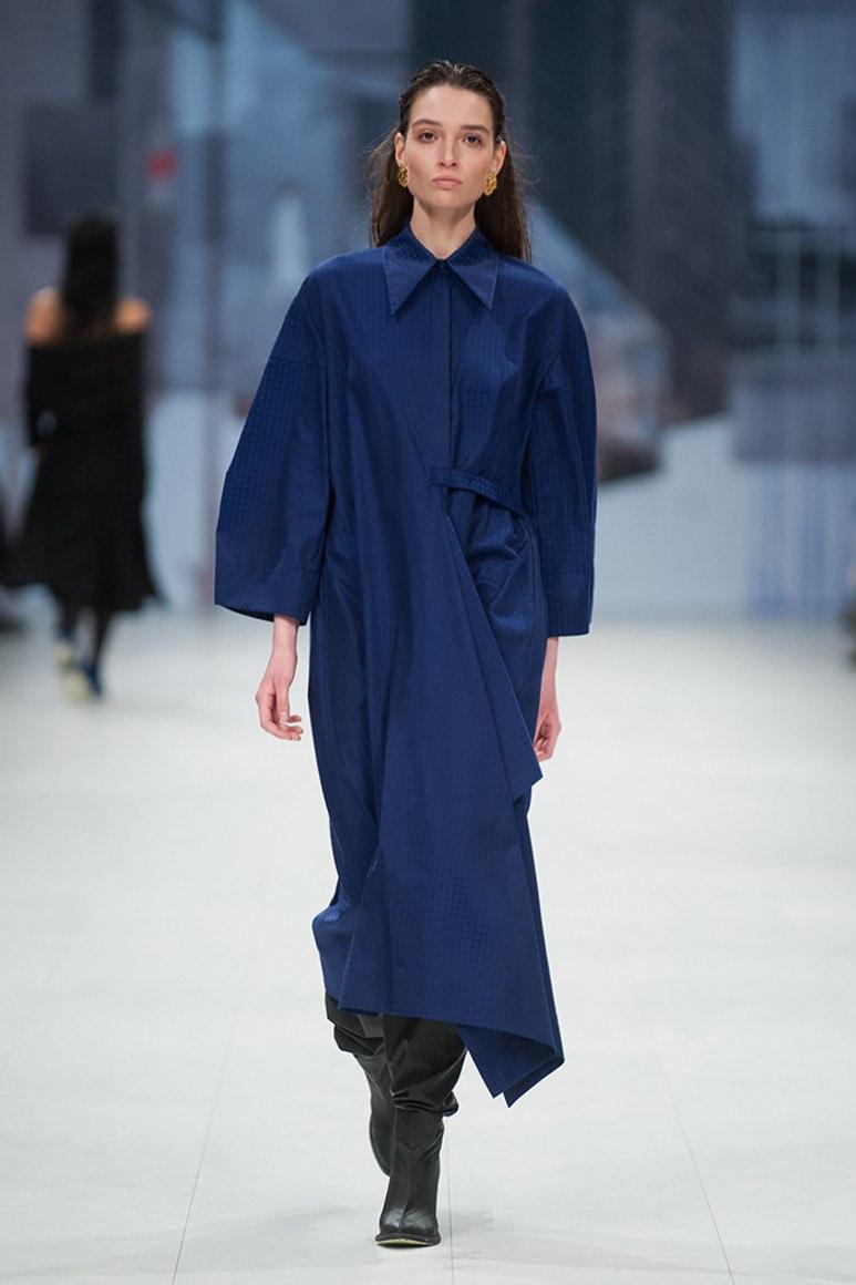 Платья синих оттенков способны стройнить и отлично вписываются в различный  стиль одежды. Для делового стиля лучше всего выбирать платье более  сдержанного ... 22c34b0ead4