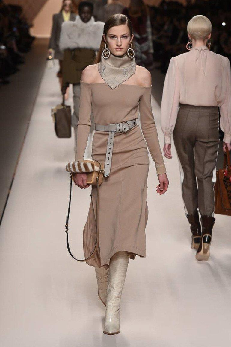 31c57635d Сегодня мы постараемся помочь вам в выборе красивого и модного платья для  прохладной погоды в сезоне осень-зима 2018-2019 года.