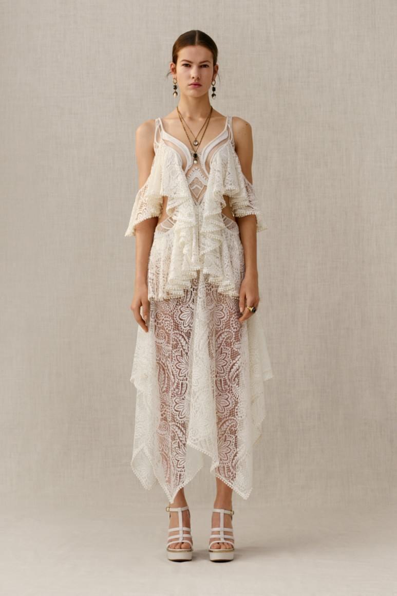 06a6426fc80 Предлагаем подборку фото новых вариантов длинных платьев из белого кружева