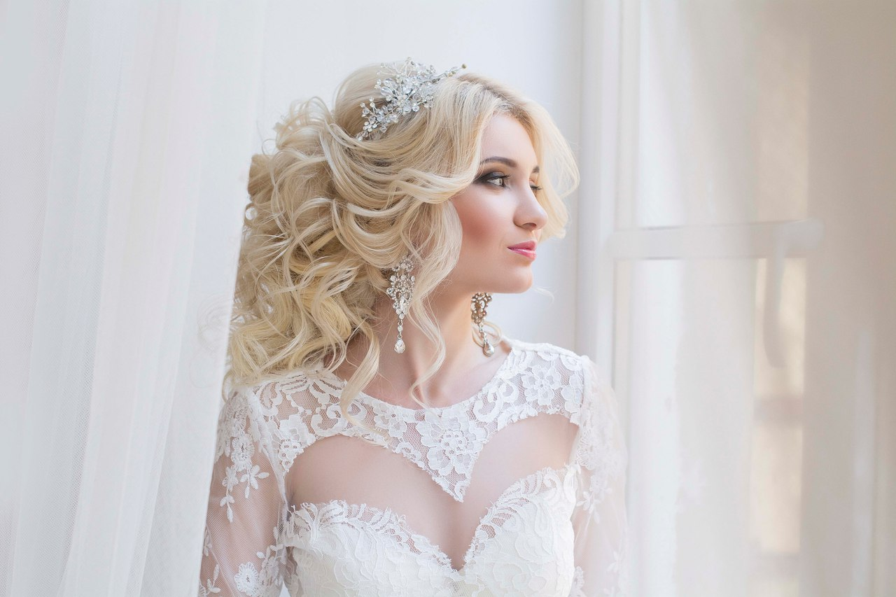 30b3df496b90b9f Многие современные невесты не упускают возможность «отрепетировать»  прическу заранее. Ведь только так они могут быть уверены, что в самый  главный день ...
