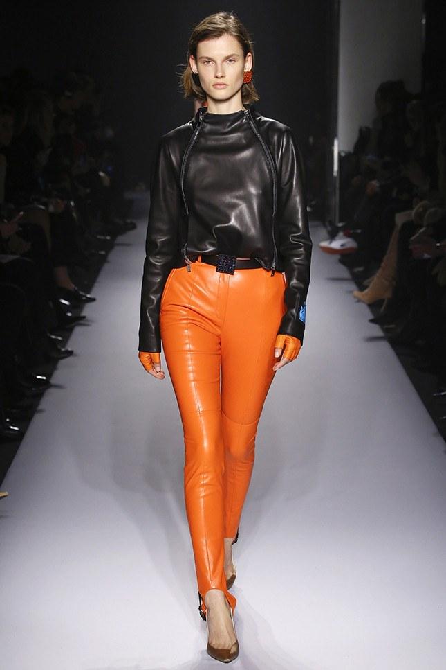 50dab454b0a4 Тяжелый выбор стоит перед многими модницами в сезоне осень-зима 2018-2019   изысканные пальто и шубы, или же удобные куртки и пуховики