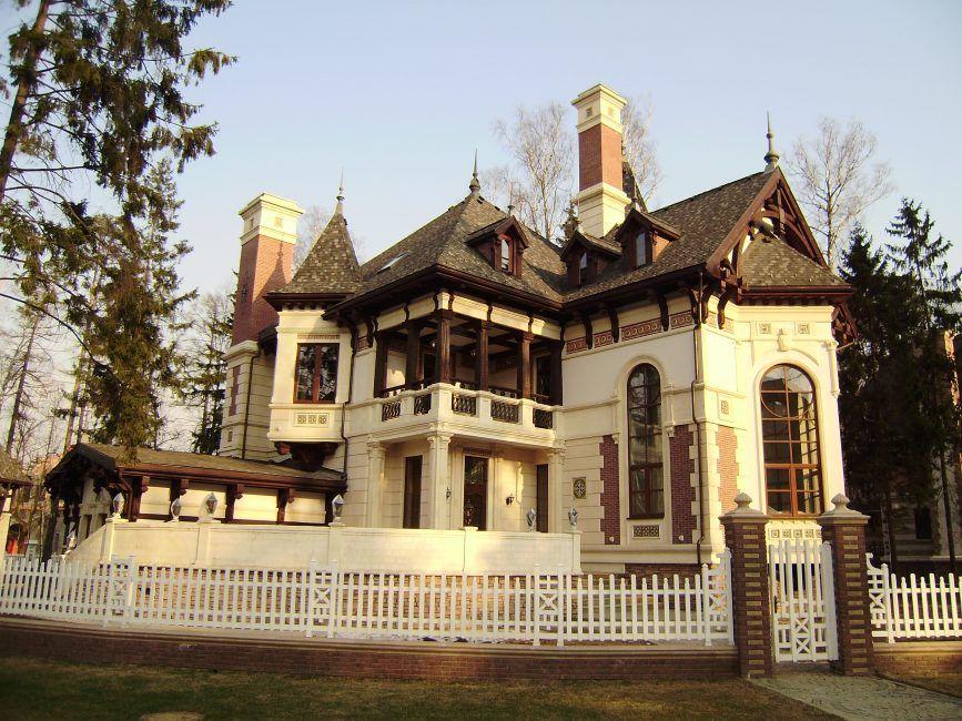 Красивый кирпичный фасад – стандартная облицовка или способ оригинально оформить дом cнаружи