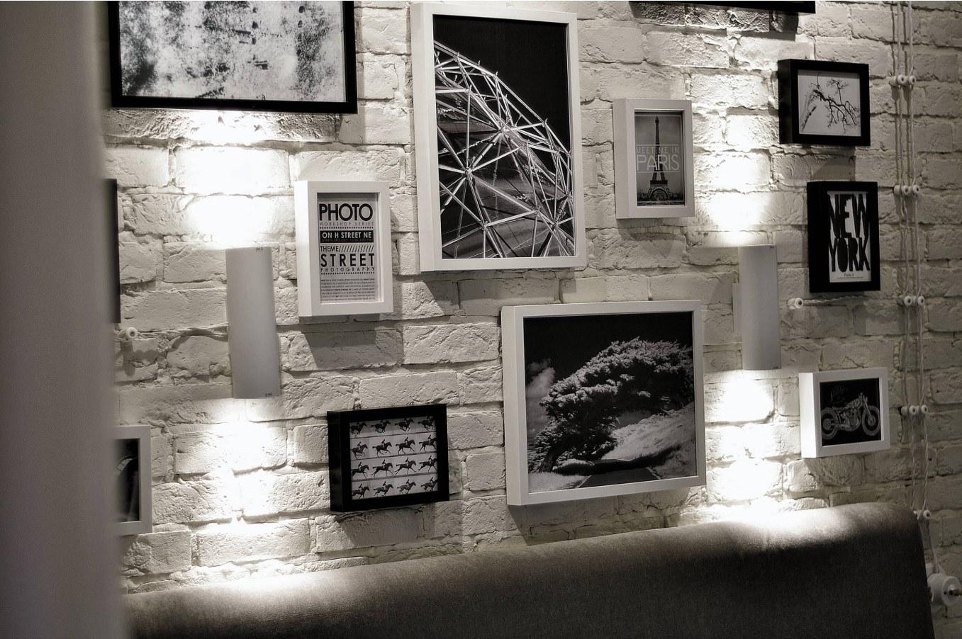 декор стены из черно-белых картинок что пицца
