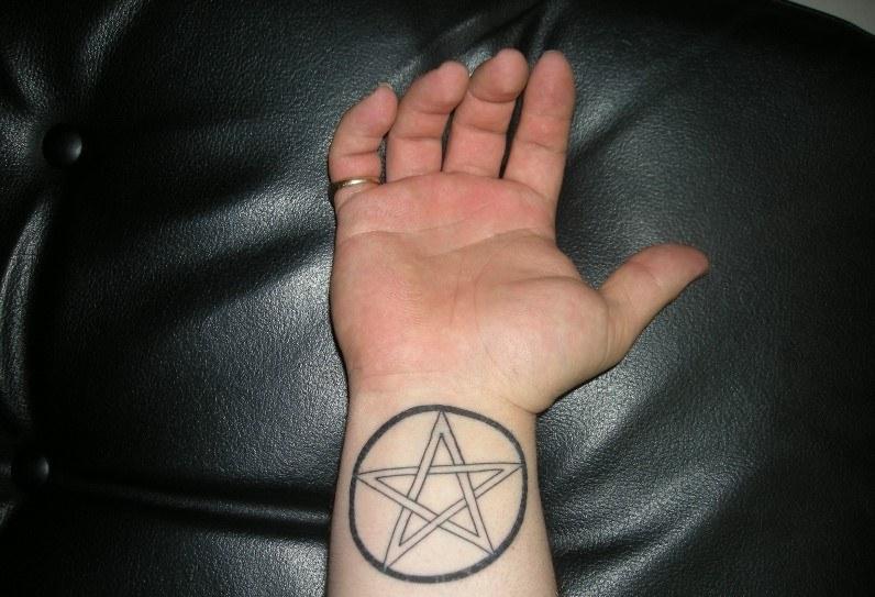 одной тату пентаграмма значение фото этот