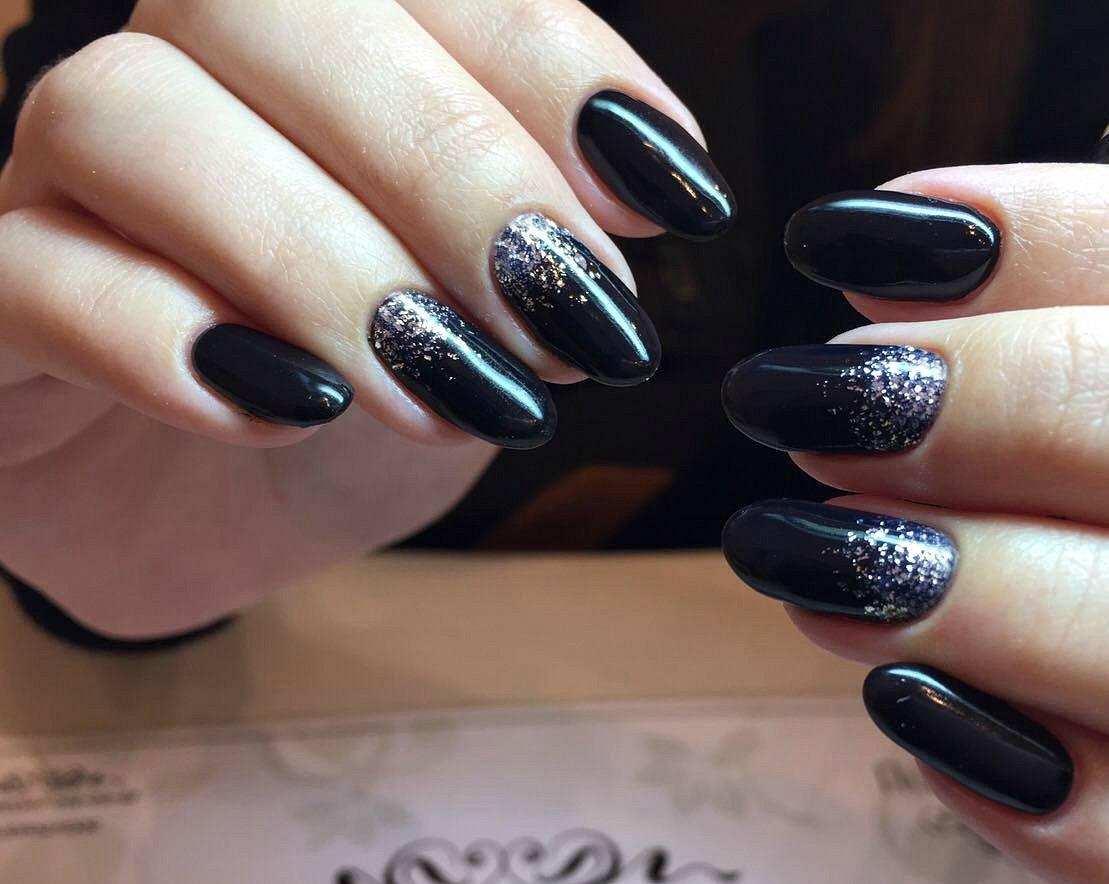 Картинки по запросу черные ногти с серебром