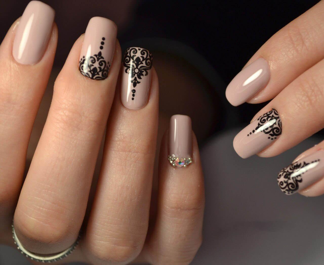 Бежевые матовые ногти