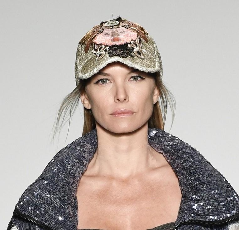 7cfcef4505d Так что самые требовательные модницы смогут подобрать для себя модную и  стильную шапку для создания модного лука на любой случай.