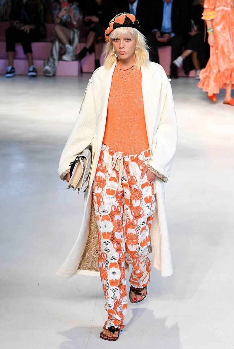 edadb46e0f5 Новинки женских шапок 2019 (100 фото) - модные тенденции и тренды