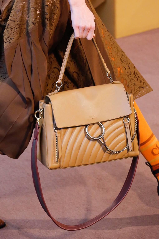 aae58957198b Кожаная сумка обязательно должна быть в гардеробе каждой женщины. А вот  какого размера, цвета и фасона каждая модница выберет для своего образа  сама.