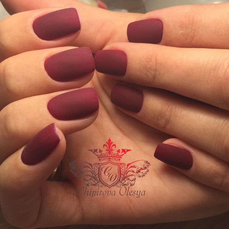 Красивый маникюр вишневого цвета