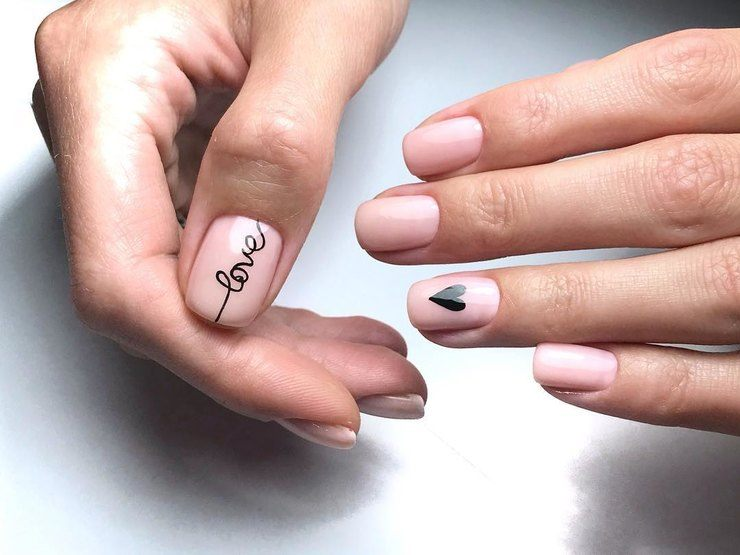 Картинки маникюра с надписями на ногтях