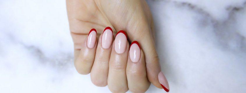 Варианты дизайна ногтей френч с блестками
