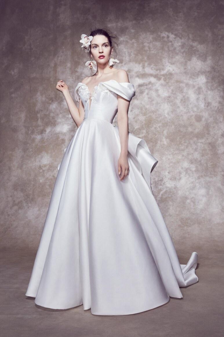 Работа девушка модель для свадебных платьев работа в гродно без опыта девушка