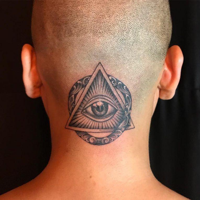 леонардо предлагает треугольник с глазом фото тату похоронили рядом