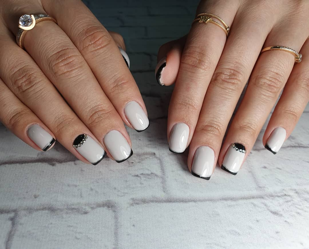 Unique Versions Of French Manicure And Varnishes For Its