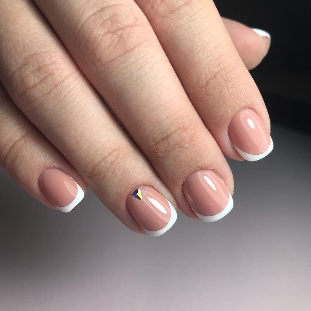 Черно белый маникюр на короткие ногти фото этом белокрылом