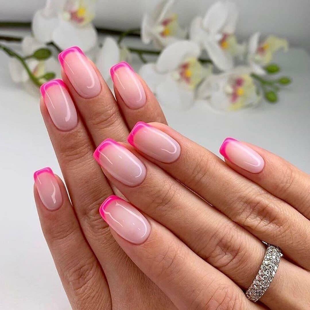 Красивый розовый френч на ногтях фото